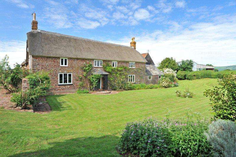 4 Bedrooms Detached House for sale in Lydeard St. Lawrence, Taunton, Somerset, TA4