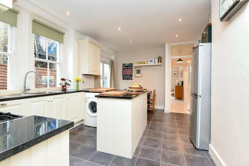 2 Bedrooms Maisonette Flat for sale in Weir Road, Balham, SW12