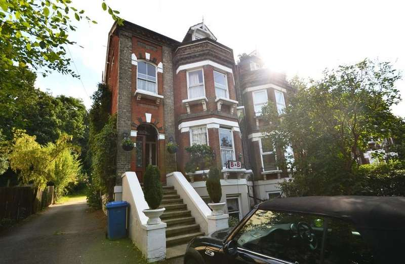 5 Bedrooms Semi Detached House for sale in Willoughby Road, Ipswich, Suffolk