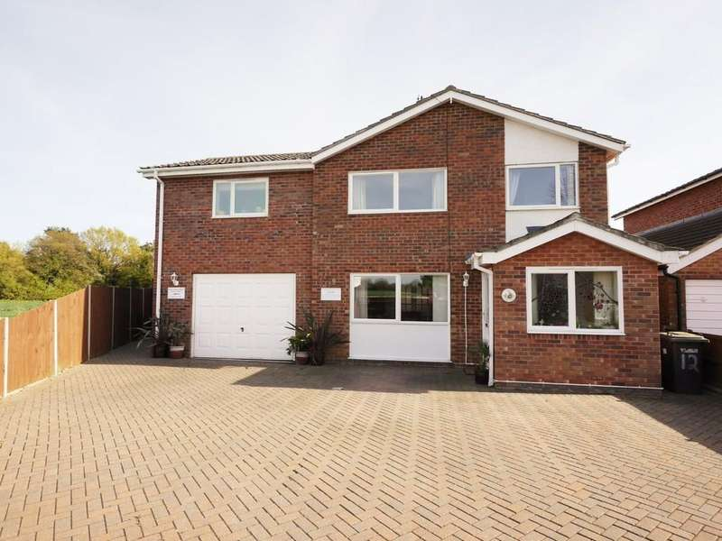 4 Bedrooms Detached House for sale in Little Tufts, Capel St Mary