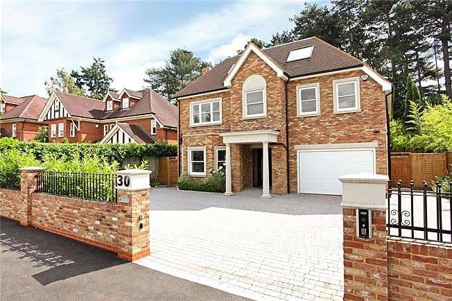 6 Bedrooms Detached House for sale in Weybridge