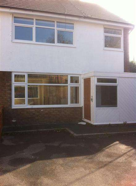 3 Bedrooms Semi Detached House for sale in Infirmary Close, Blackburn