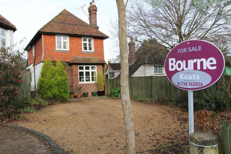 3 Bedrooms Detached House for sale in London Road, Rake