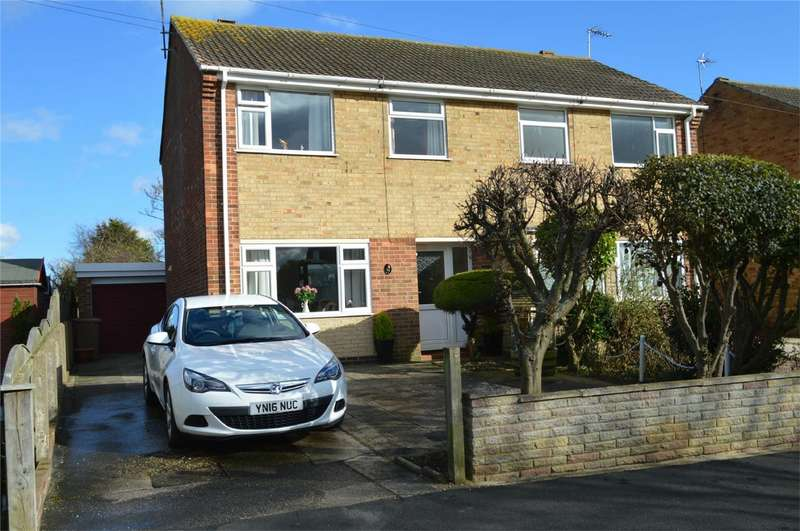 3 Bedrooms Semi Detached House for sale in 50 St Nicholas Drive, Hornsea, East Riding of Yorkshire