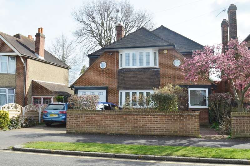 3 Bedrooms Detached House for sale in Lascelles Road, Slough, SL3