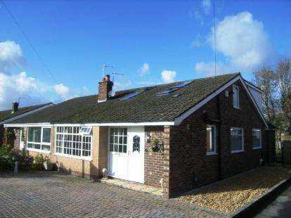 4 Bedrooms Bungalow for sale in Lodge Close, Lymm, Cheshire