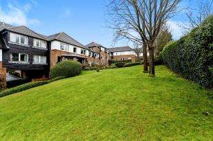 1 Bedroom Retirement Property for sale in Valley Court, Beechwood Gardens, Caterham, Surrey