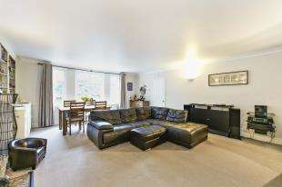 2 Bedrooms Flat for sale in Thornbury Court, Salmons Lane, Whyteleafe, Surrey