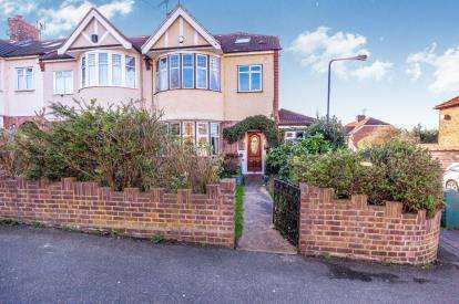 4 Bedrooms End Of Terrace House for sale in Woodford Green
