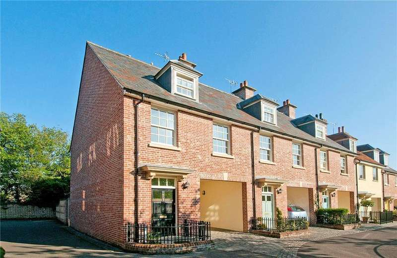 3 Bedrooms End Of Terrace House for sale in Phoenix Square, Pewsey, Wiltshire, SN9