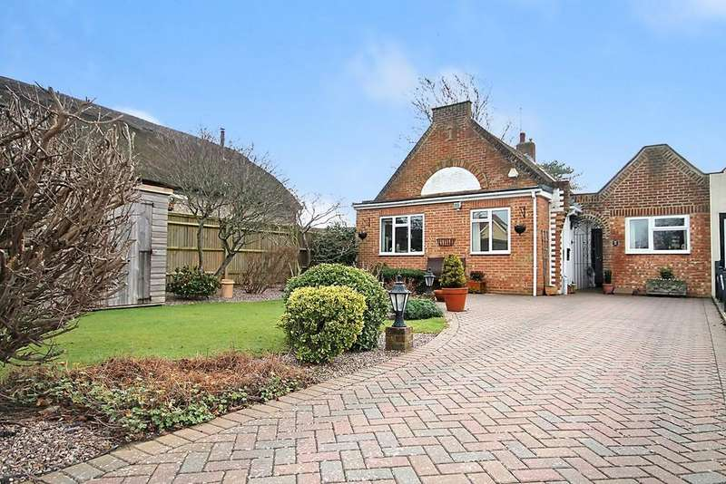 3 Bedrooms Detached Bungalow for sale in Ferringham Lane, Ferring BN12 5NQ