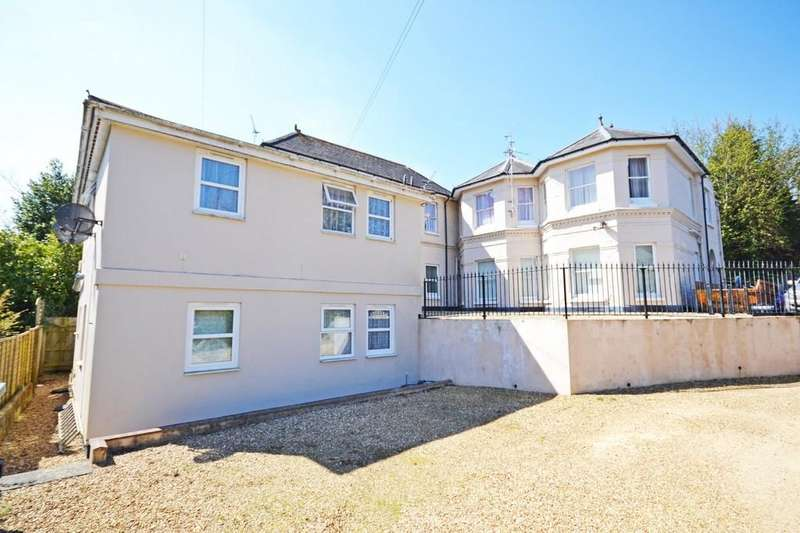 1 Bedroom Flat for sale in Victoria Avenue, Shaklin