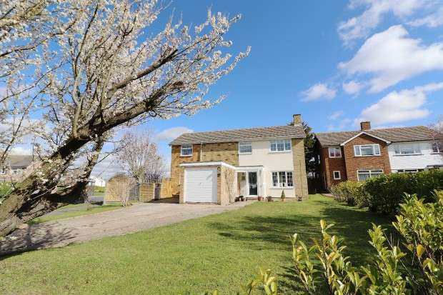 4 Bedrooms Detached House for sale in The Green Walk, Willingdon, Eastbourne, BN22