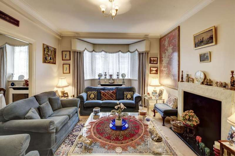 3 Bedrooms Flat for sale in Pembroke Road, Kensington, London, W8