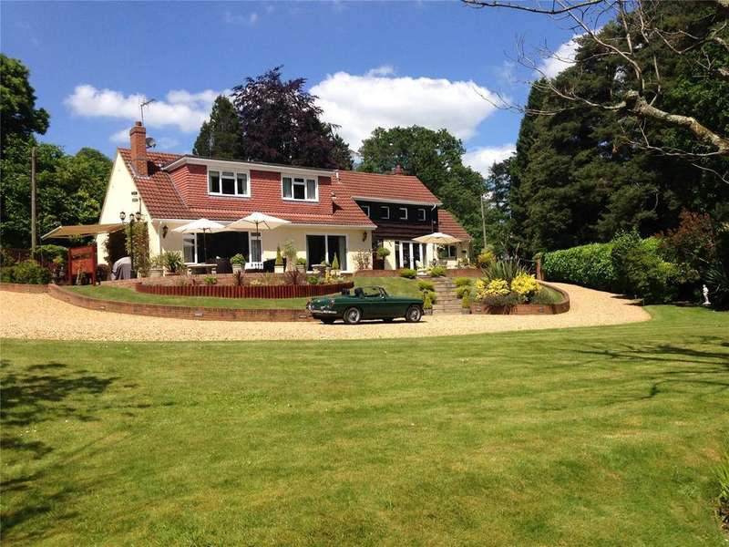4 Bedrooms Detached House for sale in Oak Drive, Alderbury, Salisbury, Wiltshire, SP5