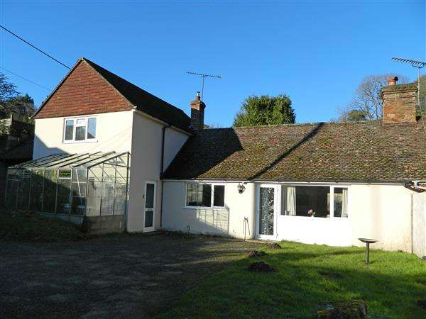 3 Bedrooms Semi Detached House for sale in Fyning Lane, Terwick Common, Rogate, Hampshire, GU31