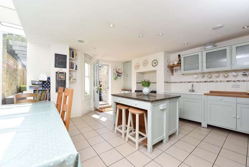 5 Bedrooms Terraced House for sale in Marmion Road, SW11