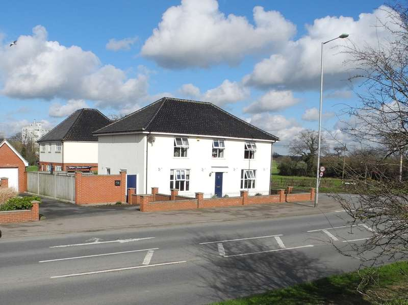 4 Bedrooms Detached House for sale in Beccles Road, Bungay