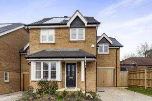 4 Bedrooms Link Detached House for sale in Woodview Way, Caterham, Surrey, .