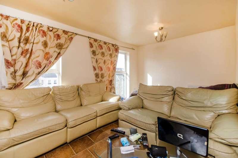 2 Bedrooms Flat for sale in Chandler Way, Peckham, SE15