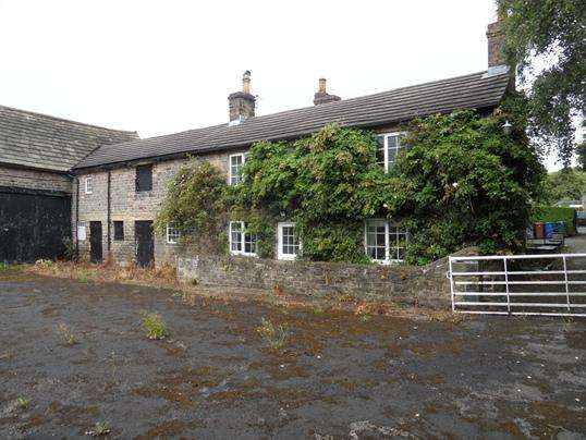 4 Bedrooms Farm House Character Property for sale in Hangmanstone Bar Farm, Moor Lane, Birdwell, Barnsley, S70 5TY