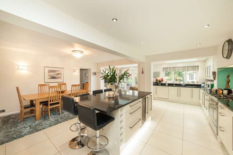 4 Bedrooms Detached House for sale in Cross Lanes Close, Gerrards Cross, Buckinghamshire, SL9