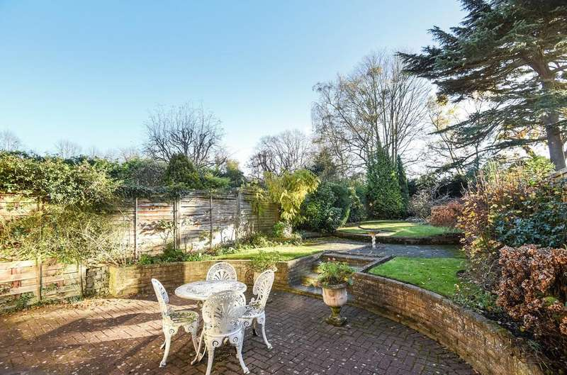 4 Bedrooms Terraced House for sale in Mead Road Chislehurst BR7