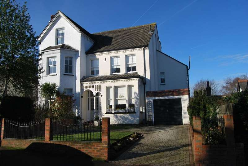 3 Bedrooms Semi Detached House for sale in Edward Road Bromley BR1