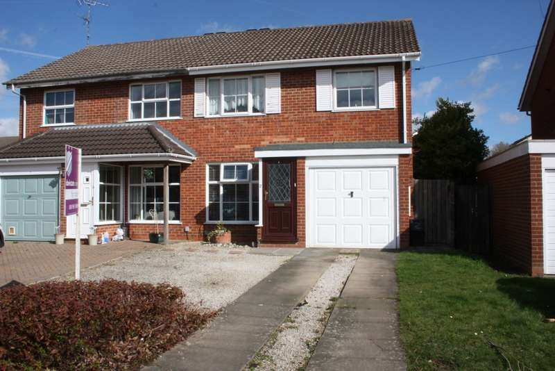 3 Bedrooms Semi Detached House for sale in Buckden Close, Woodley, Reading, RG5