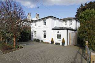 4 Bedrooms Detached House for sale in Brighton Road, Horsham, West Sussex