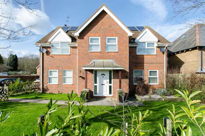 5 Bedrooms Detached House for sale in High Snoad Wood, Ashford
