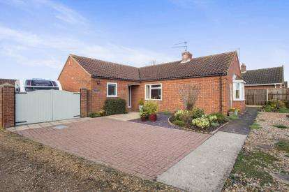 3 Bedrooms Bungalow for sale in Gayton, Kings Lynn, Norfolk