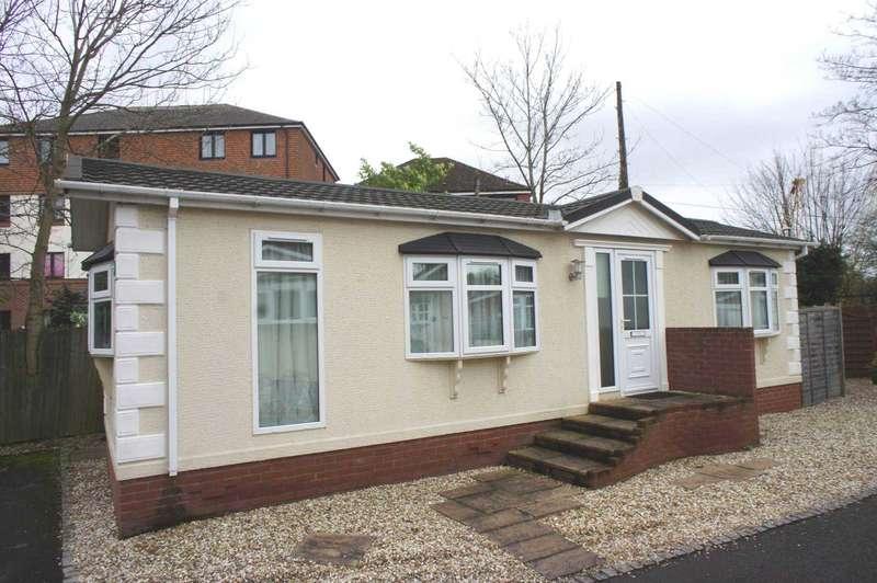 2 Bedrooms Mobile Home for sale in Riverside Park, Mill Green, Caversham