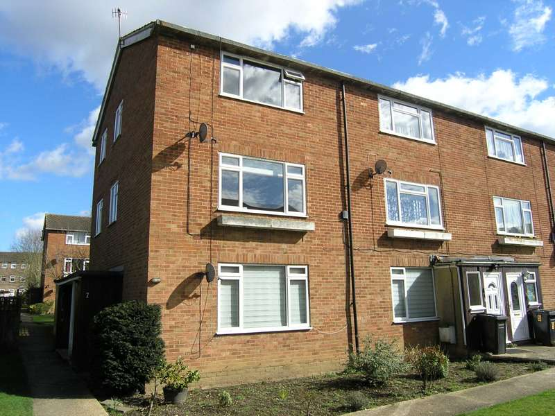 2 Bedrooms Maisonette Flat for sale in Moat Close, Bushey
