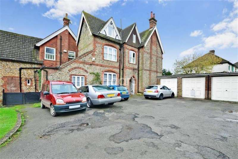 2 Bedrooms Flat for sale in Whyteleafe Court