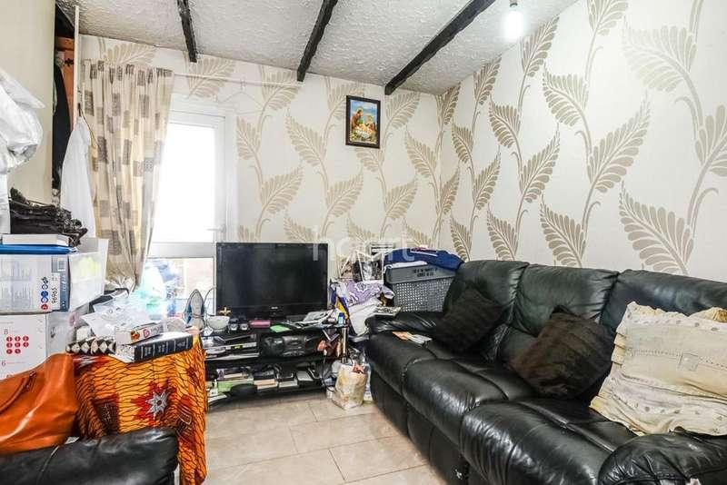 2 Bedrooms Flat for sale in Jeffreys Road, Clapham, SW4
