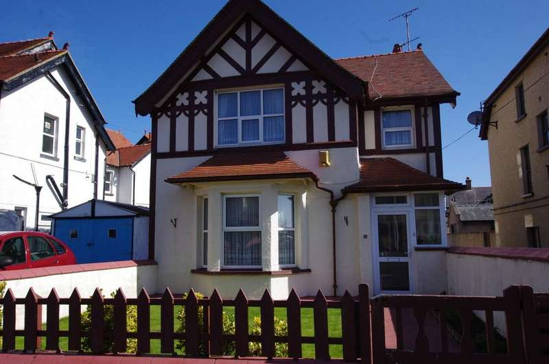 4 Bedrooms Detached House for sale in Lloyd Street, Llandudno