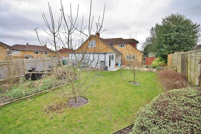 4 Bedrooms Detached Bungalow for sale in St. John's, Surrey