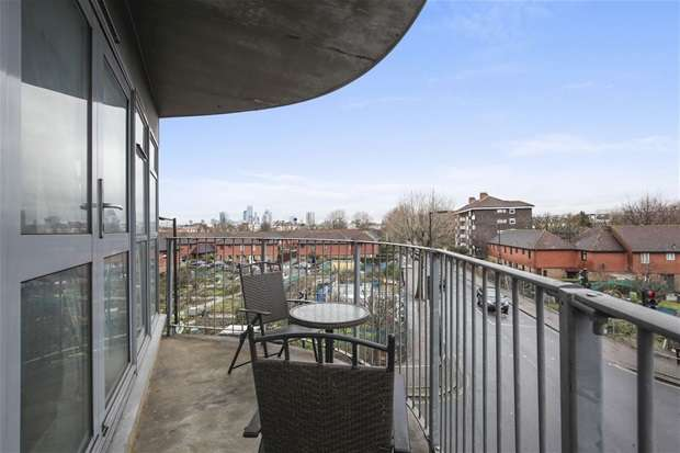 2 Bedrooms Flat for sale in Sultan House, St. James's Road, Bermondsey