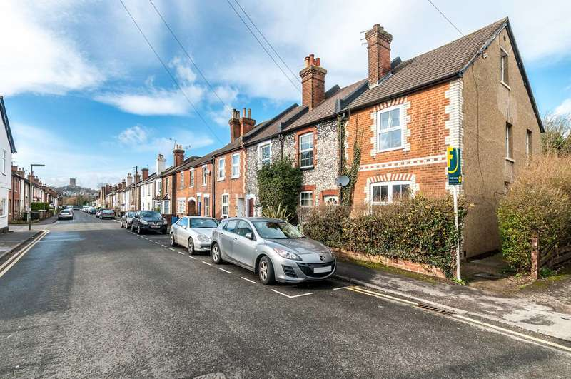 2 Bedrooms End Of Terrace House for sale in Markenfield Road, Guildford, GU1