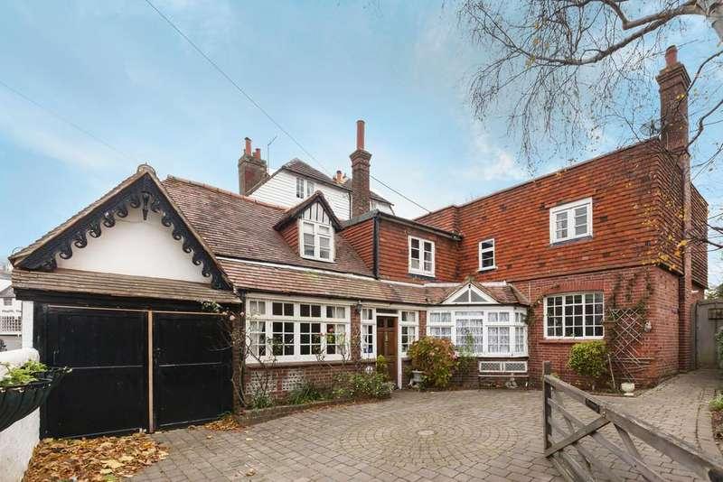 5 Bedrooms Detached House for sale in De La Warr Road, Bexhill-on-Sea