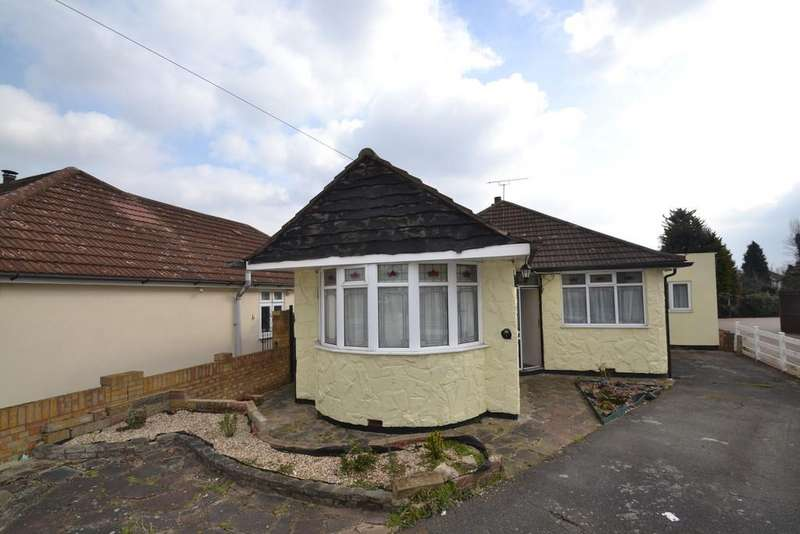 4 Bedrooms Detached Bungalow for sale in Hamlet Close, Collier Row