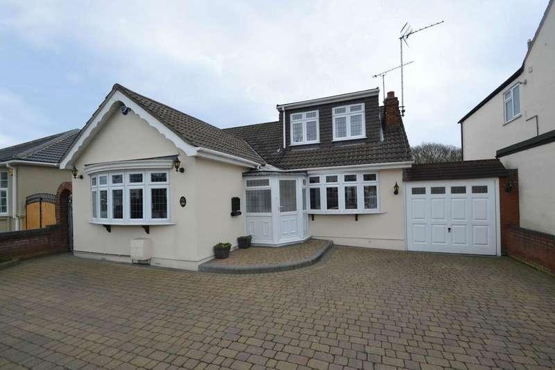 4 Bedrooms Detached Bungalow for sale in Wingletye Lane, Hornchurch