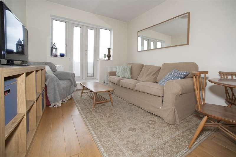 2 Bedrooms Flat for sale in Melville Court, Shepherd's Bush