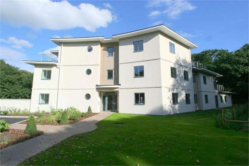 2 Bedrooms Flat for sale in FLAT 10, FRINTON PARK COURT, FRINTON-ON-SEA, Essex