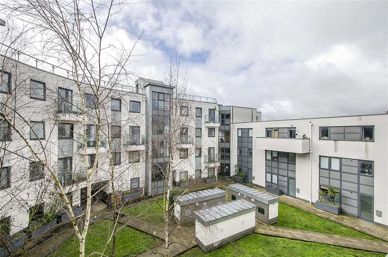 1 Bedroom Flat for sale in Hurley Court, 215 Mitcham Road, London, SW17