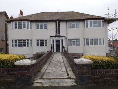 2 Bedrooms Flat for sale in Newton Mount, Abbey Road, Rhos On Sea, Conwy, LL28