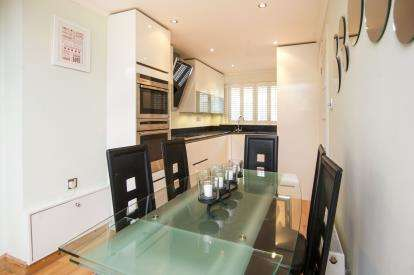 3 Bedrooms Terraced House for sale in Raydon Street, London