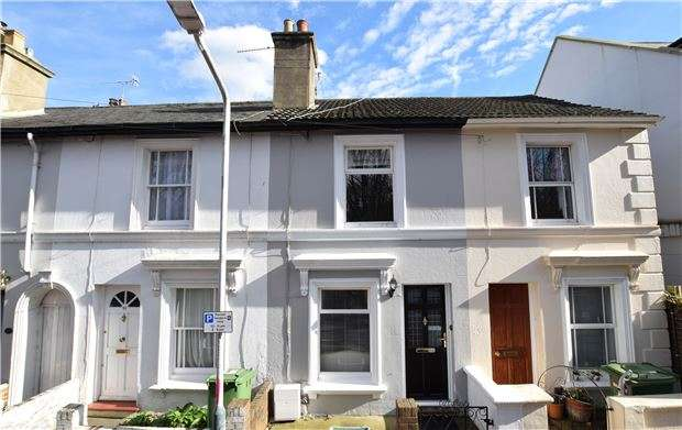 2 Bedrooms Terraced House for sale in Tunnel Road, TN1 2BT