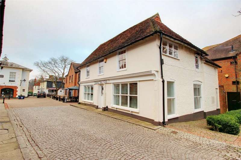 2 Bedrooms Flat for sale in Cross and Pillory Lane, Alton